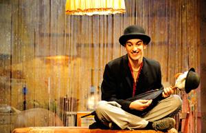Rubén de Eguía interpreta a Momo en La Vida por Delante